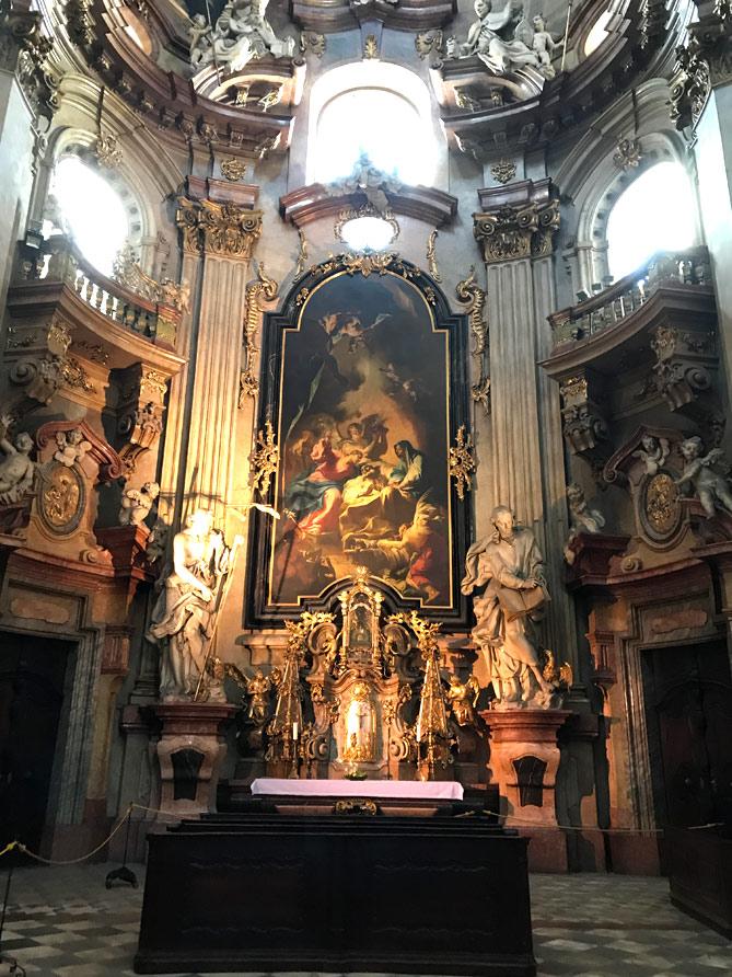 側廊の祭壇