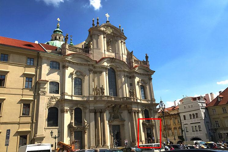 聖ミクラーシュ教会の入口