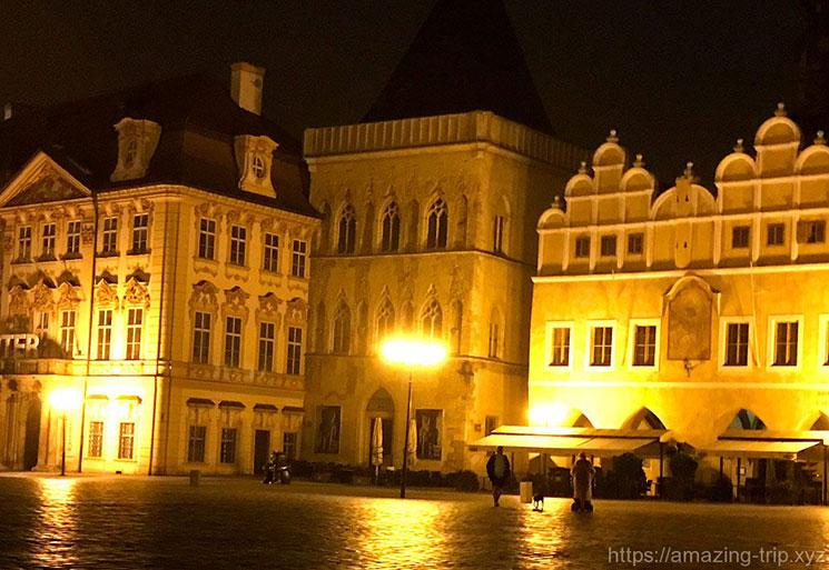 日の入り前の「石の鐘の家」と「キンスキー宮殿」