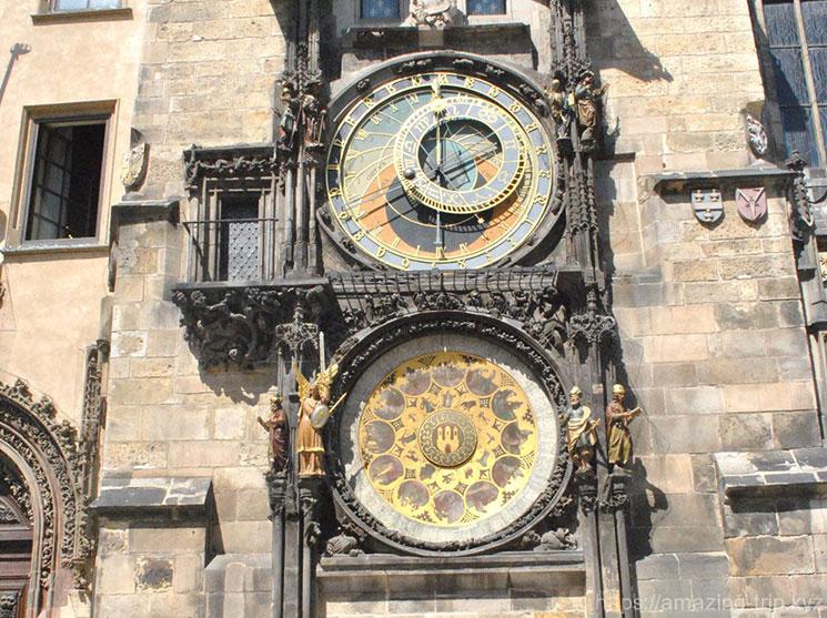 時計塔の二つの文字盤