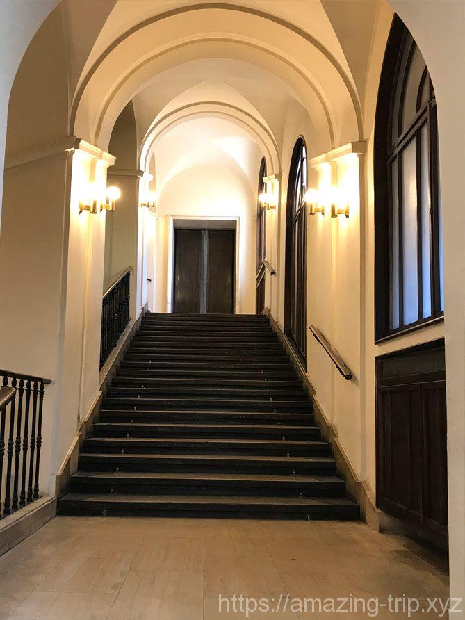 旧市庁舎内の階段