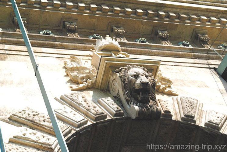 くさり橋のライオンの紋章