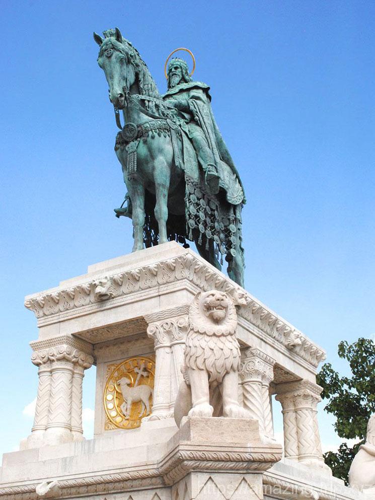 聖イシュトバーンの像