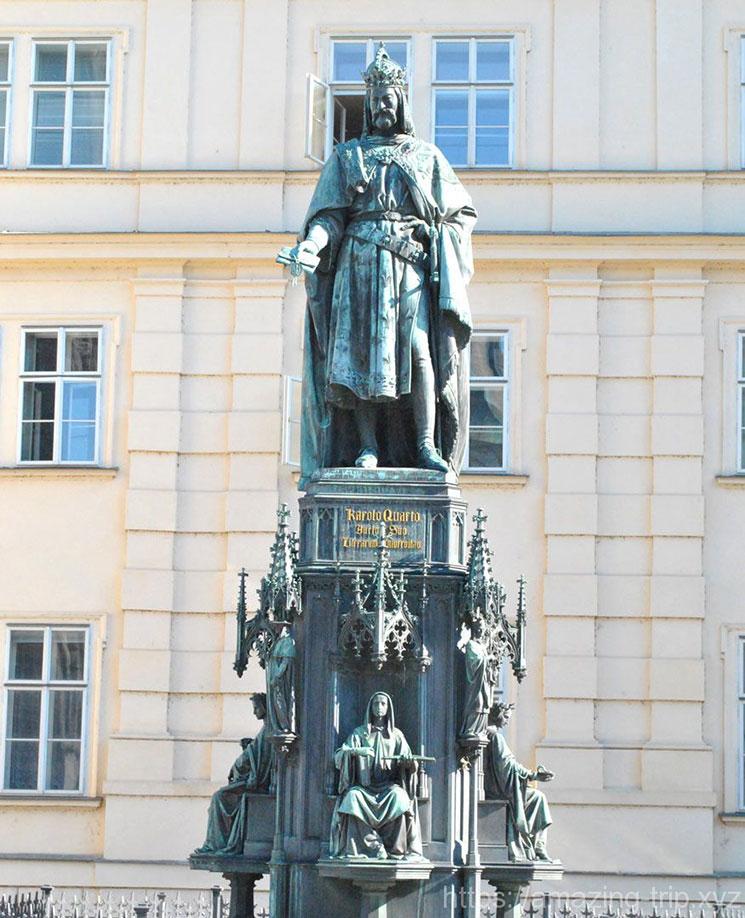 十字騎士広場のカレル一世像