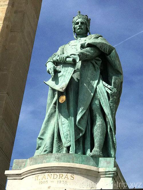 アンドラーシュ2世の像