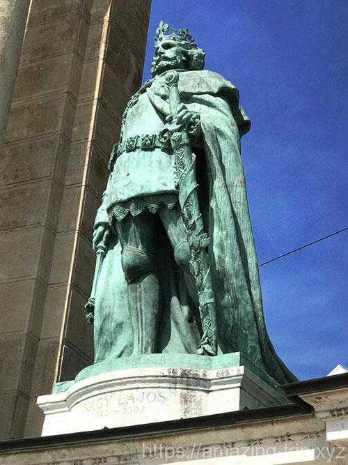 ラヨシュ1世の像