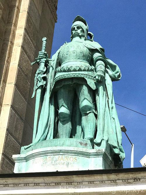 フニャディ・ヤーノシュの像
