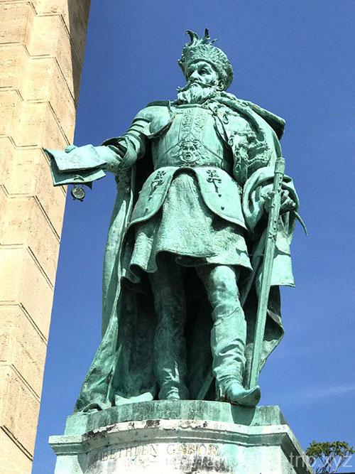 ベトレン・ガーボルの像