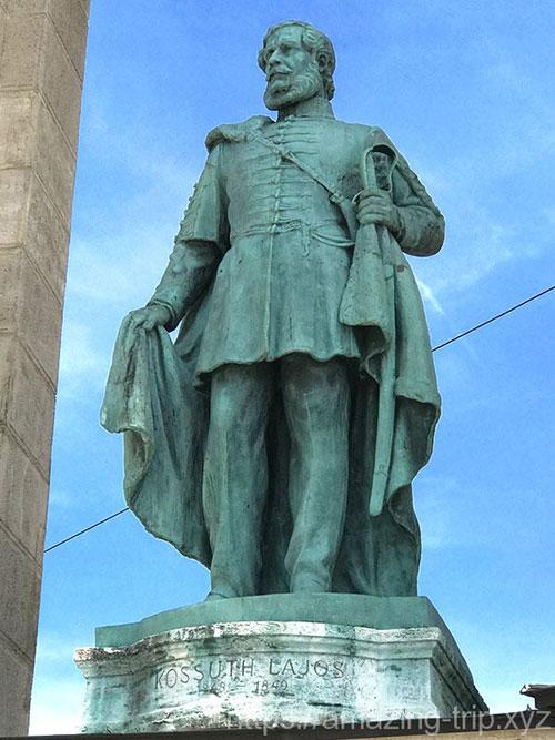コシュート・ラヨシュの像
