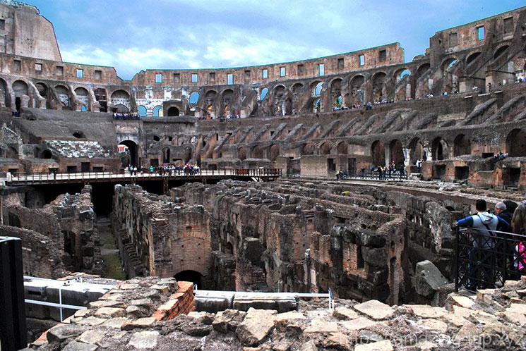 コロッセオ内部 競技場の景観