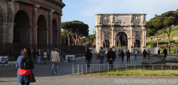 コロッセオ 入場口までの道