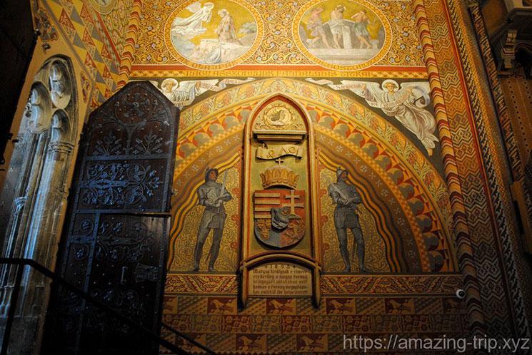 教会壁面に描かれた騎士とキリストの壁画