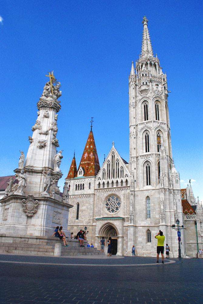 三位一体広場から見る「マーチャーシュ教会」の景観。