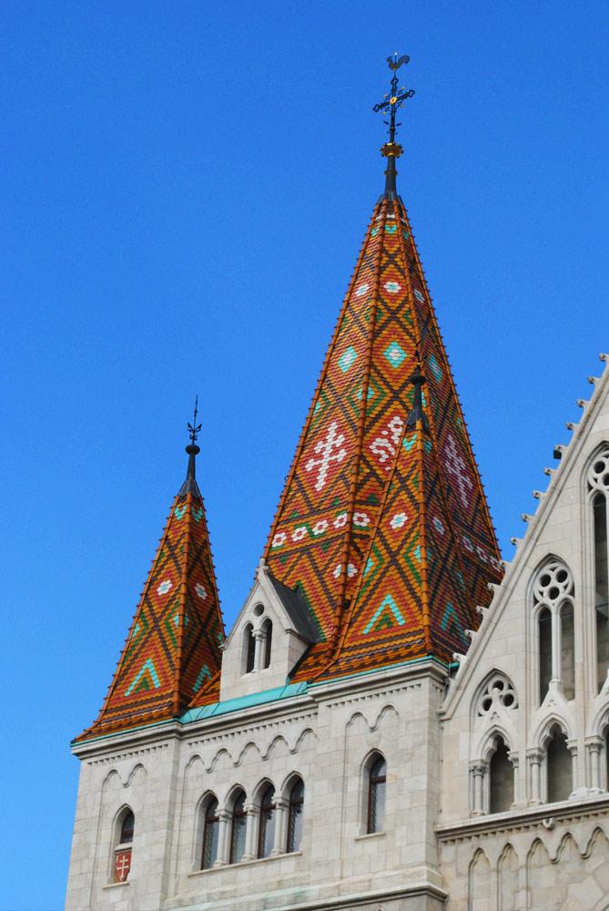 「マーチャーシュ教会」の屋根。
