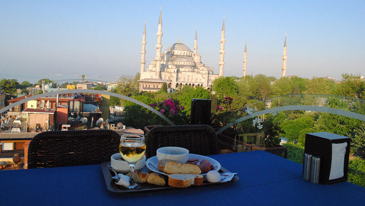 朝食とブルーモスク