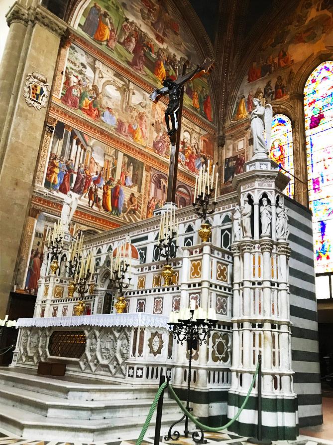 中央礼拝堂のギルランダイオ作「聖母マリアの生涯」