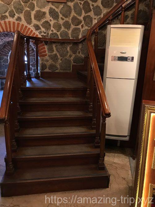 展望フロアへと続く7階の階段