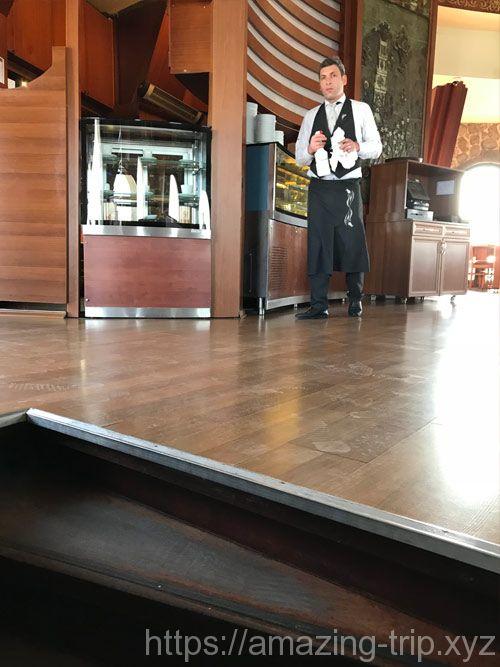 展望フロアのレストラン