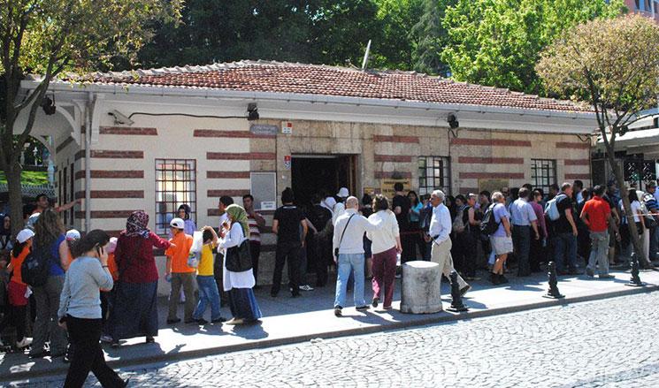 地下宮殿の建物とチケット売り場