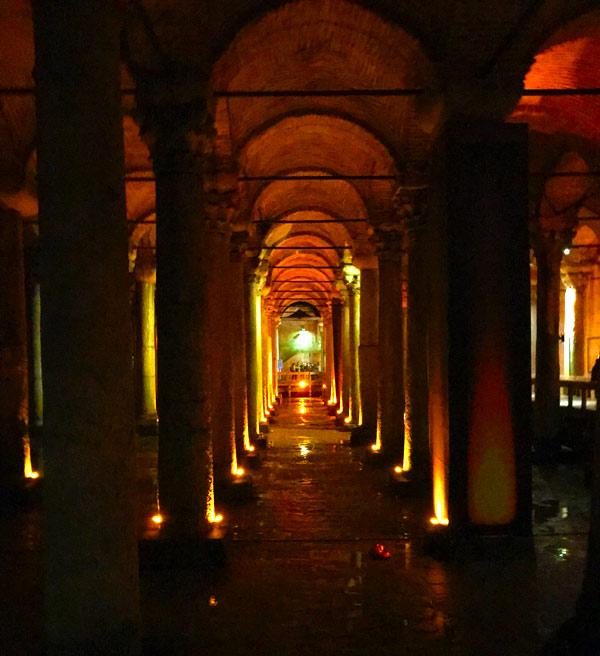 地下宮殿内部の景観