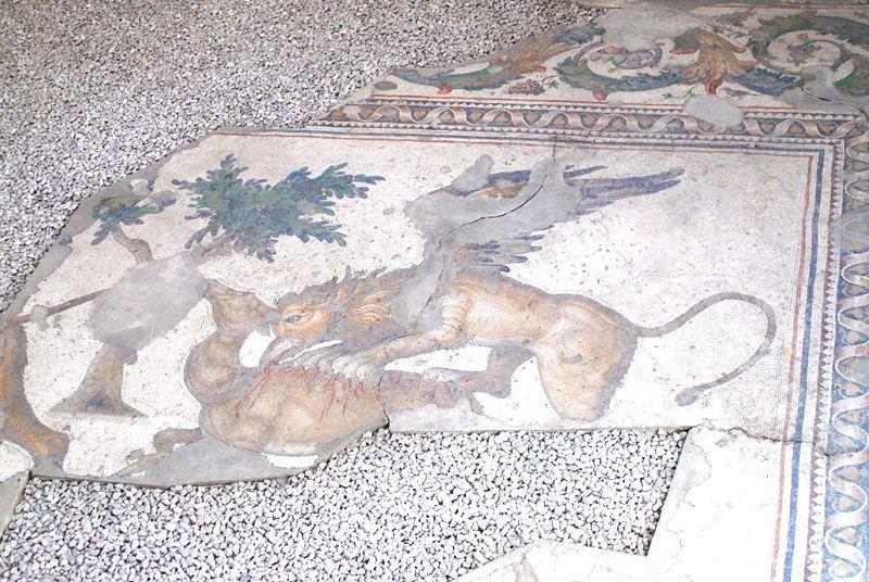 床に描かれたモザイク画