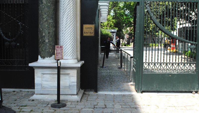 考古学博物館の入場門