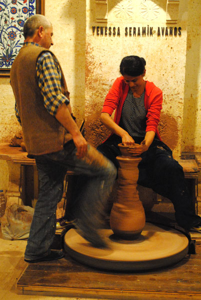 陶器工場の陶器作りを体験