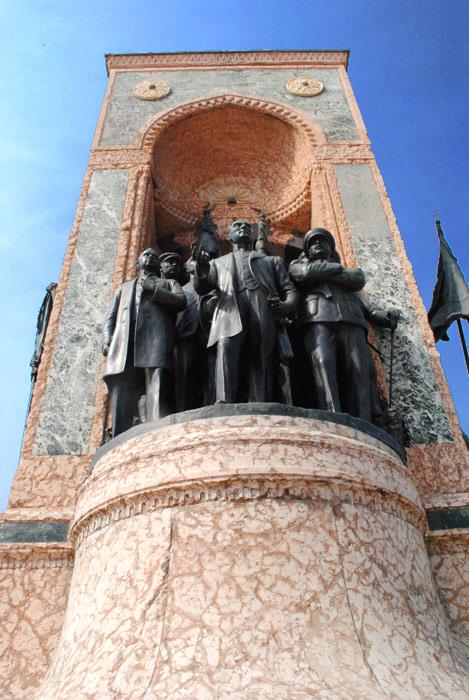 タクシム広場「共和国のモニュメント」