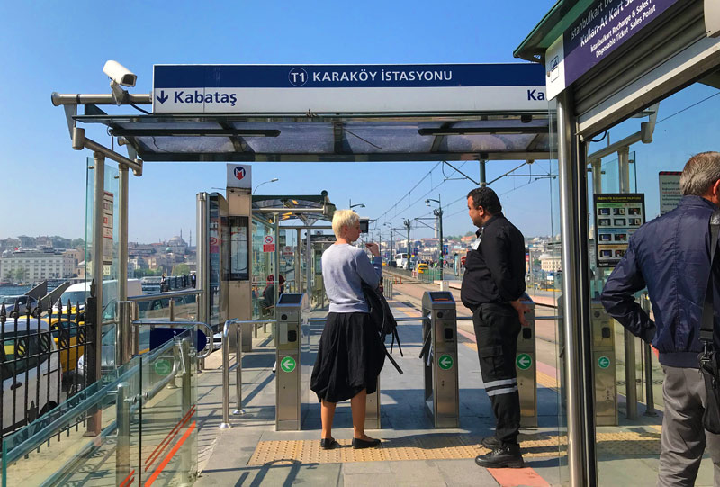 Karaköy(カラキョイ)駅のトラムヴァイ プラットホーム
