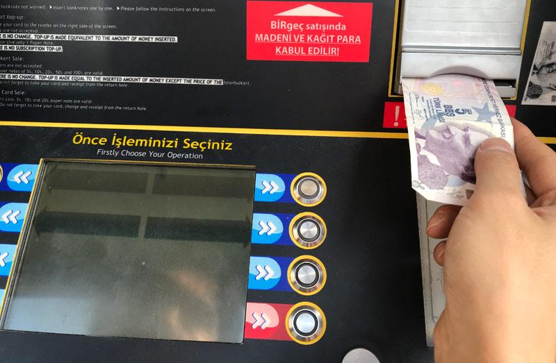 券売機のモニター チケットの選択画面