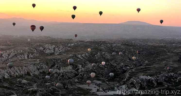 カッパドキアの気球と朝焼け