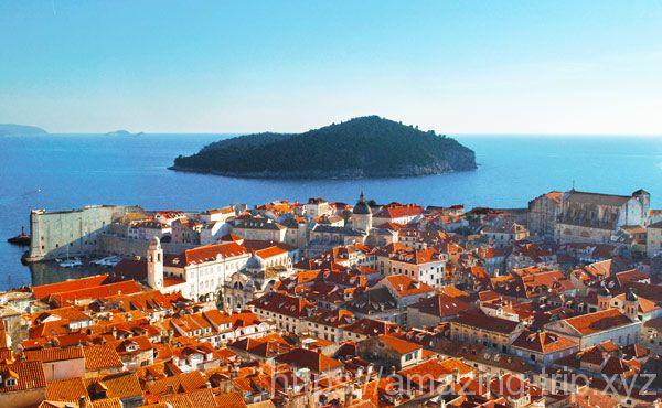ミンチェッタ要塞から見る「旧市街とアドリア海」の景観