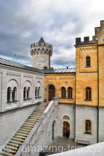 ノイシュヴァンシュタイン城 中庭の階段