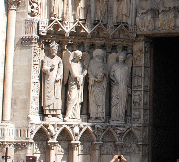 聖人サン・ドニの彫刻