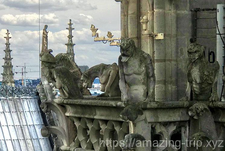 キマイラの回廊 獣の彫像群