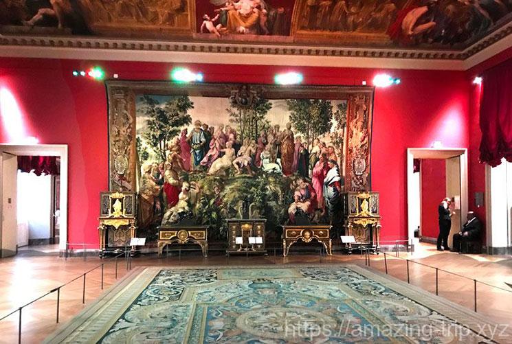 ルーブル美術館 展示ホールの景観