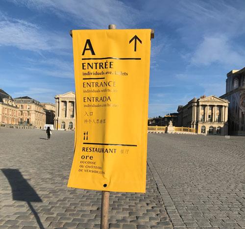 Entrance Aの案内標識
