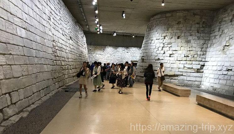 ルーブル美術館 0階展示ホールの景観