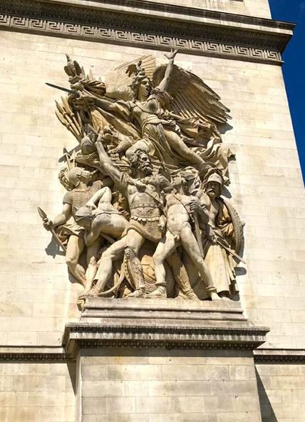 凱旋門 支柱の彫刻「1972年 義勇兵の出陣」