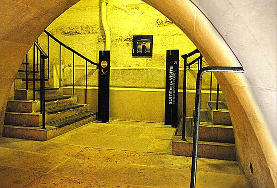 Mezzanine Floor(中二階)の上階への階段
