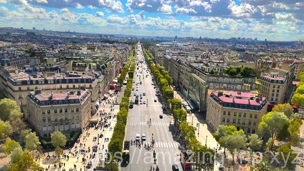 凱旋門のテラスから見るシャンゼリゼ通りの景観
