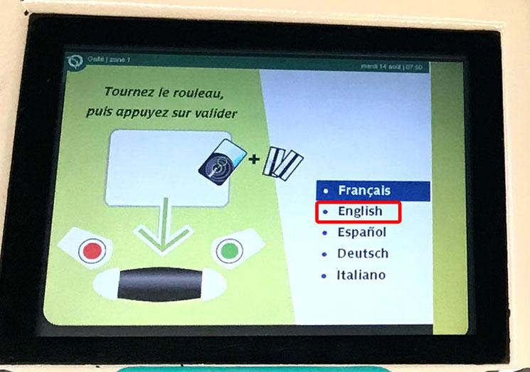 Roissy Bus(ロワシーバス)乗車チケットの自動券売機 言語選択画面