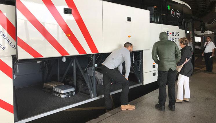 ル・ビュス・ディレクトの空港バス 車体のコンパートメント