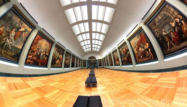 ルーブル美術館 2階展示ホールの景観