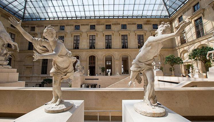 ルーブル美術館 地下1階展示ホールの景観