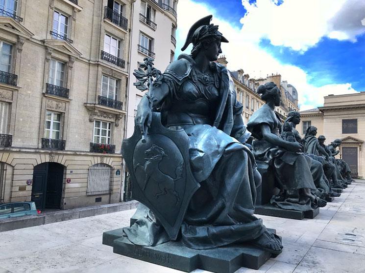 オルセー美術館 入口付近の彫像