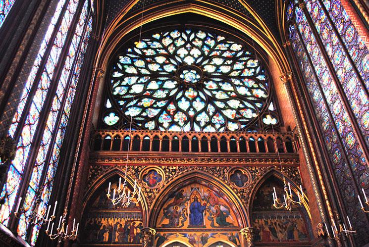 教会西側のバラ窓