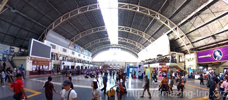 フアランポーン駅の待合広場
