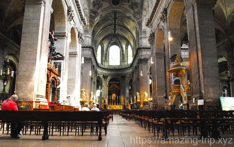 教会の見どころと内部の景観