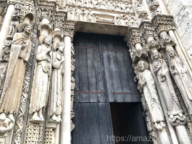 大聖堂入口の彫刻
